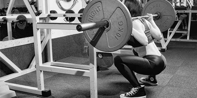 Esercizio basico squat